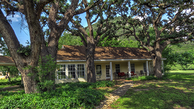 The Peach Tree - Foxfire Cabins, Texas Hill Country Cabins on the Sabinal River. Biker friendly, Family Oriented, Pet Friendly